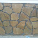 Облицовка цоколя фактурным природным камнем