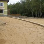 Планировка участка песком