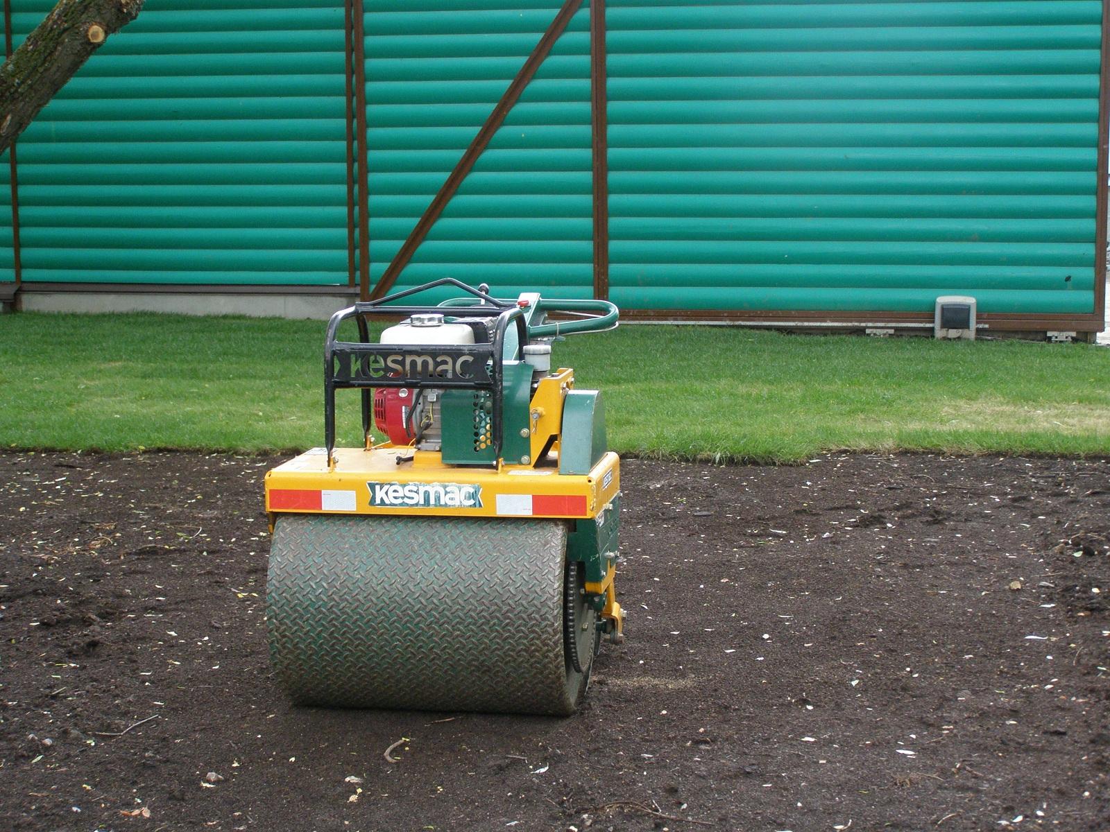Подготовка основания под газон катком