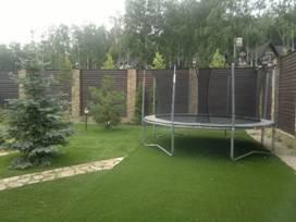 Искусственный газон на садовом участке (2)
